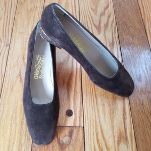 Salvatore Ferragamo Italy low heels Suede shoes